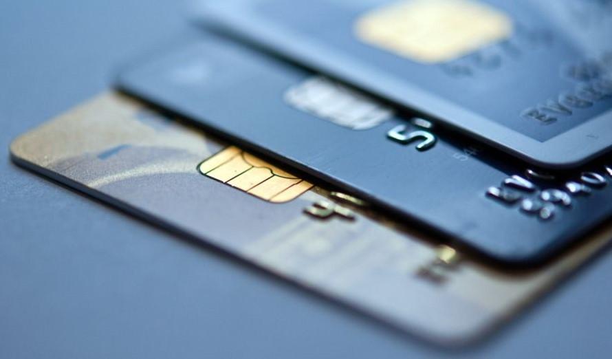 три кредитные карты